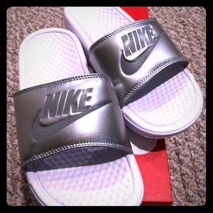 Nike Benassi athletic slides